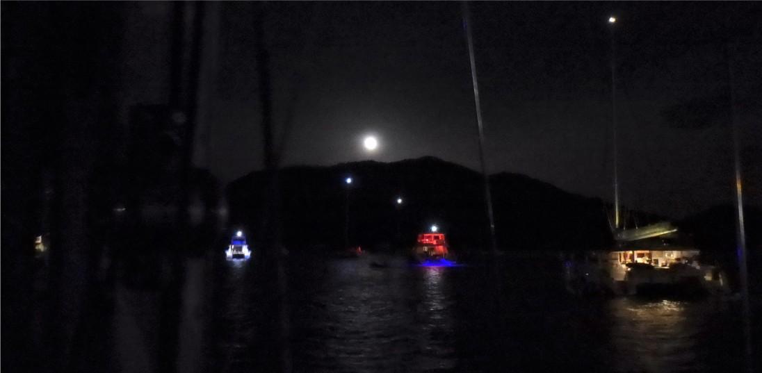 JN-27 Full Moon - Trellis Bay